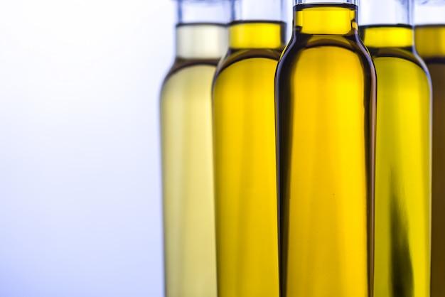 Butelki z różnymi rodzajami oleju roślinnego