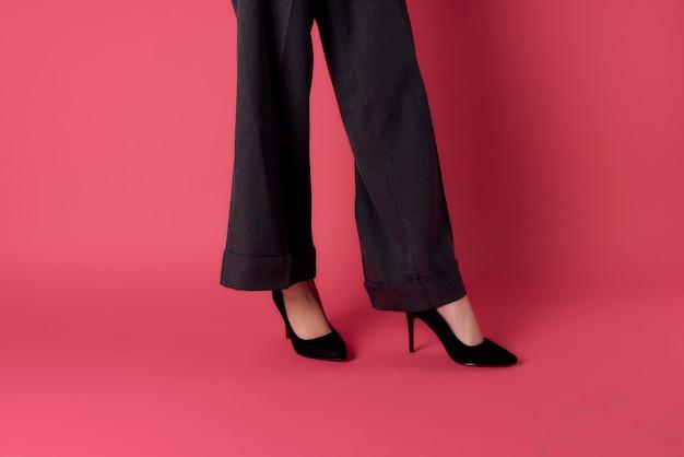 Buty damskie pozują przycięty widok na białym tle moda