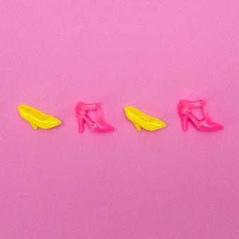 Buty dla lalek. minimalna koncepcja mody płaskiej świeckiej