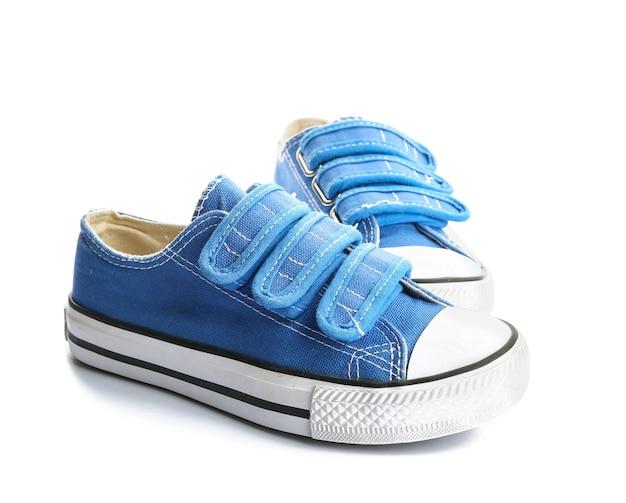 Buty dziecięce na białym tle