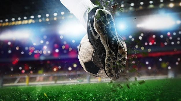 Buty piłkarskie uderzające piłkę z mocą