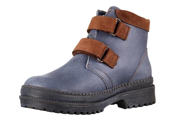 Buty zimowe dla dzieci na białym tle