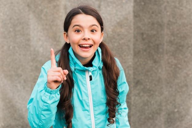 Buźka dziewczynka noszenie odzieży sportowej