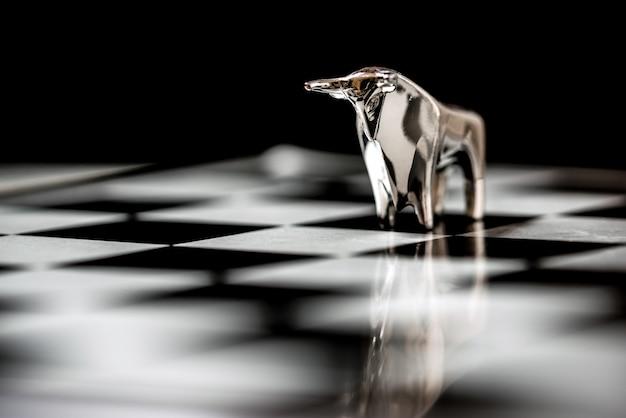 Byk na szachownicy