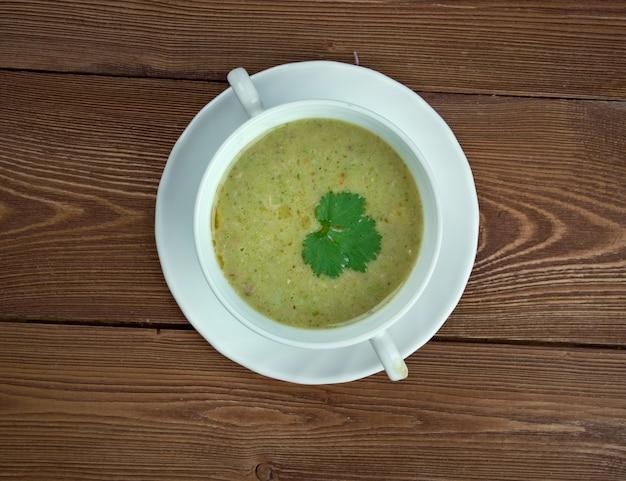 Cabbie claw - tradycyjne danie północno-wschodniej szkocji i orkadów. takie jak dorsz, plamiak czy whiting.