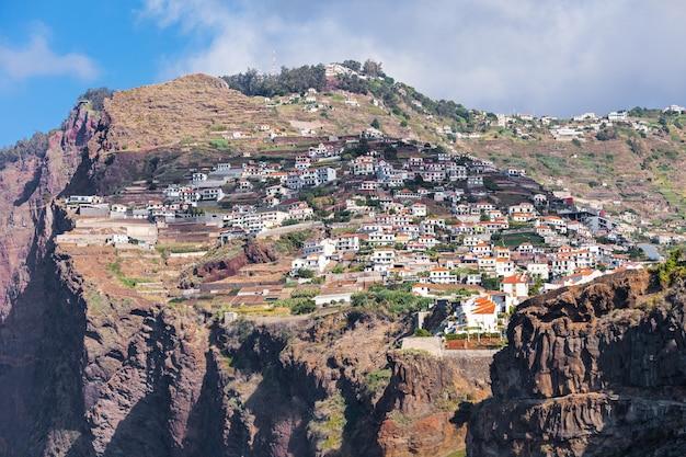 Cabo girao to klif położony wzdłuż południowego wybrzeża wyspy madera w portugalii