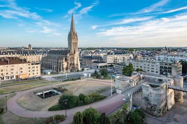 Caen, zamek i kościół