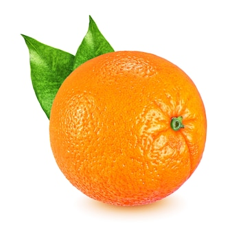 Całe dojrzałe pomarańczowe owoce z liśćmi na białym tle