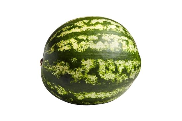 Całe jagody arbuza z zieloną skórką paski na białym tle