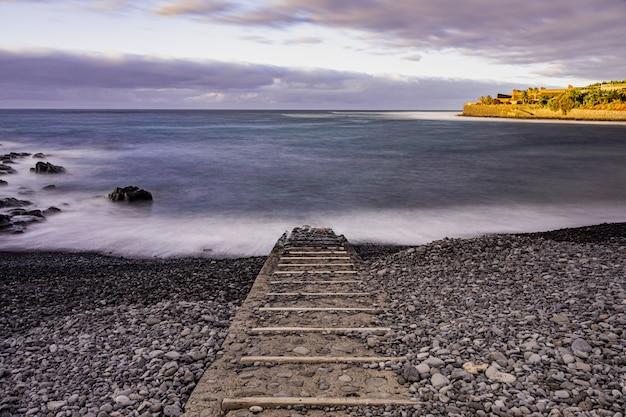Caleta of interian żwirowa plaża, teneryfa, wyspy kanaryjskie, hiszpania