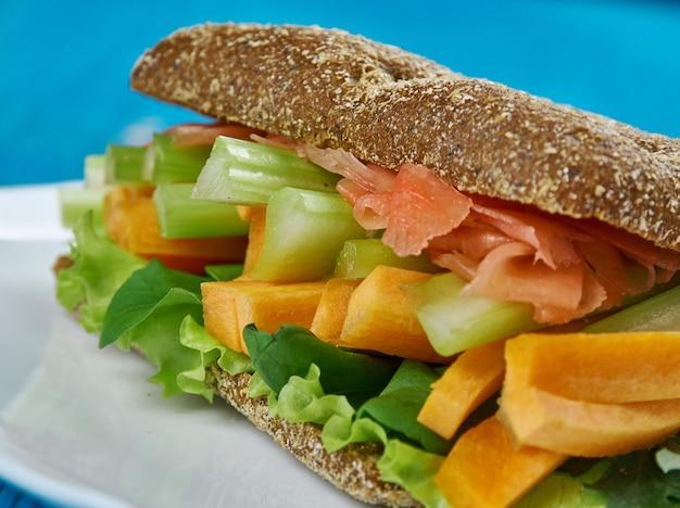 California veggie sandwich, kalifornia klasyczna kanapka z bliska?