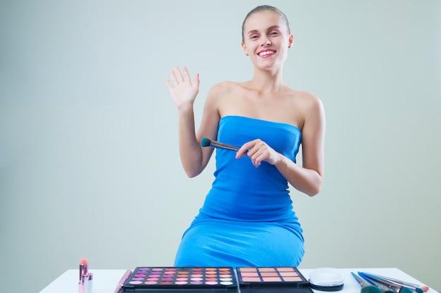 Całkiem uśmiechnięta blogerka kosmetyczna