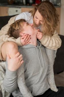 Całowanie pod dużym kątem