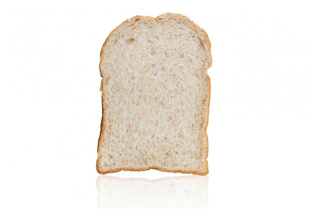 Cały zbożowy pszeniczny chleb odizolowywający na bielu z ścinek ścieżką