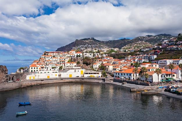 Camara de lobos to miasto na południowo-środkowym wybrzeżu madery w portugalii
