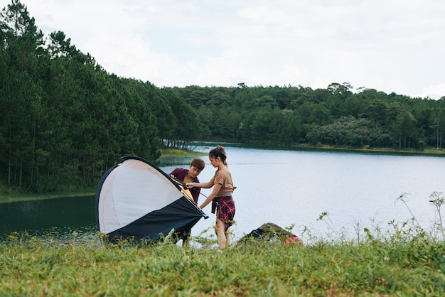 Camping nad rzeką
