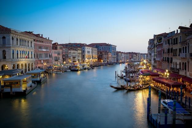 Canal grande w nocy, wenecja