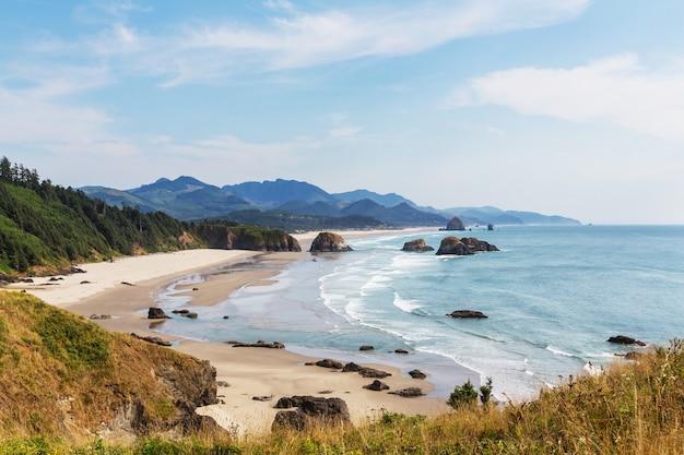 Cannon beach, wybrzeże oregonu, usa