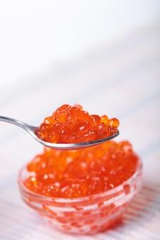 Capelin sushi caviar - masago orange. wędzony kawior z pstrąga lub koszerny kawior z łososia