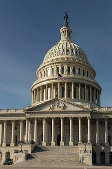 Capitol hill, american congress building po południu w waszyngtonie, usa.