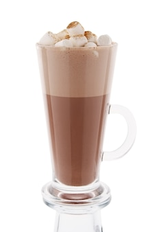 Cappuccino w wysokim szkle odizolowywającym na bielu