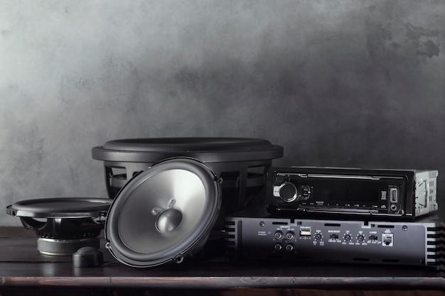 Car audio, głośniki samochodowe, subwoofer i akcesoria do strojenia.
