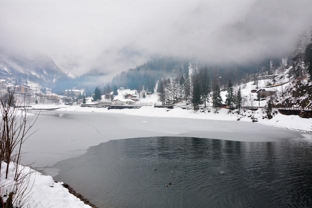 Carona wioska włochy jeziora i gór zimy krajobraz