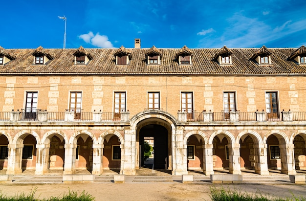 Casa de caballeros w pałacu królewskim w aranjuez, dawnej hiszpańskiej rezydencji królewskiej