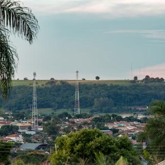 Cassilandia, mato grosso do sul, brazylia - 01 09 2021 zbliżenie brazylijskiego miasta cassilandia rano