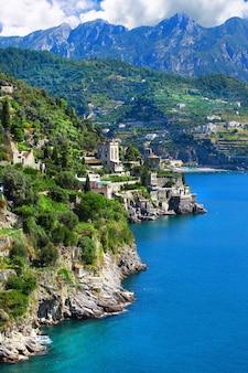 Castiglione, mała malownicza wioska na wybrzeżu amalfi we włoszech