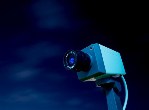 Cctv kamera plenerowa z niebem i chmurą