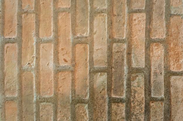 Ceglany mur na tle