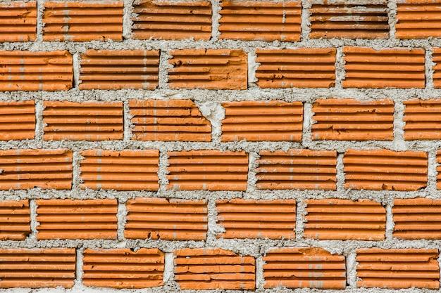 Cegły w budowie i ściana cementowa