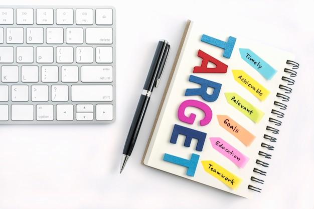 Cel Zapisany Na Notebooku Za Pomocą Długopisu Darmowe Zdjęcia