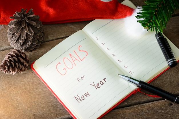 Cele nowego roku z kolorowymi dekoracjami.