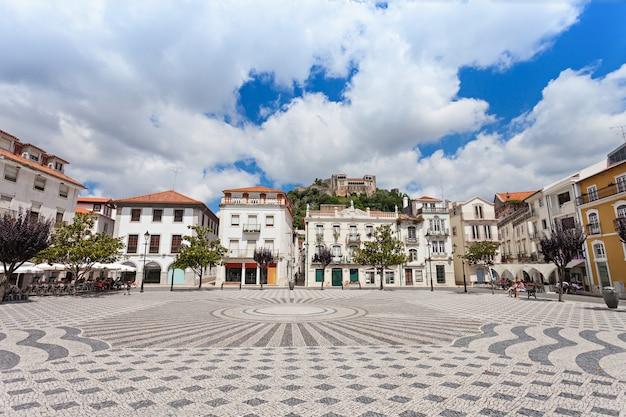 Centralny plac w leiria, dzielnica leiria, portugalia