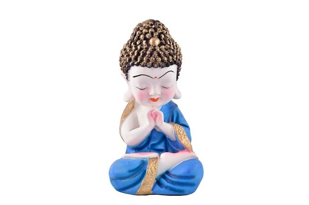 Ceramiczna ekspozycja buddy na białym tle