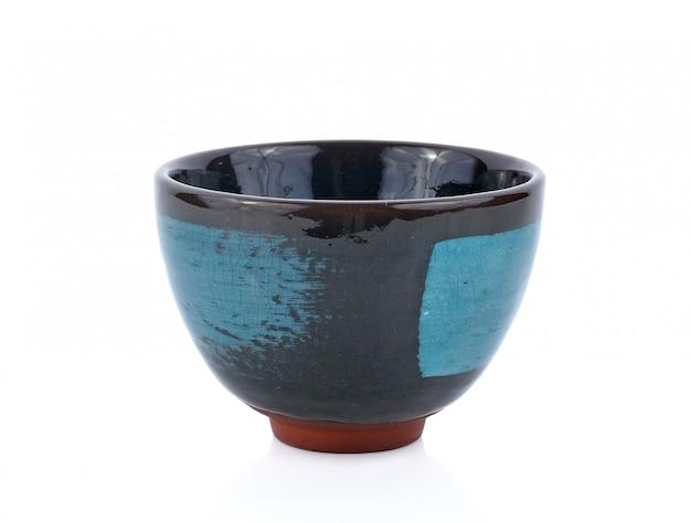 Ceramiczne miski na białej powierzchni