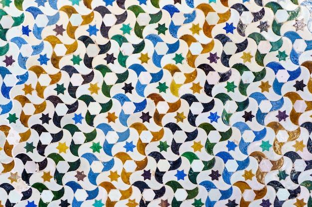 Ceramiczne ściany w alhambrze w granadzie. andaluzja, hiszpania