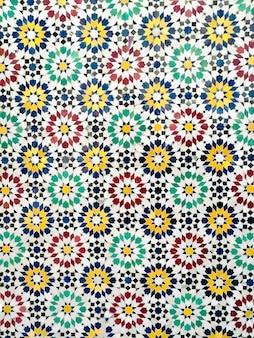 Ceramiczne tło z geometrycznych kształtów