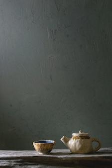 Ceramiczny czajniczek rzemieślniczy