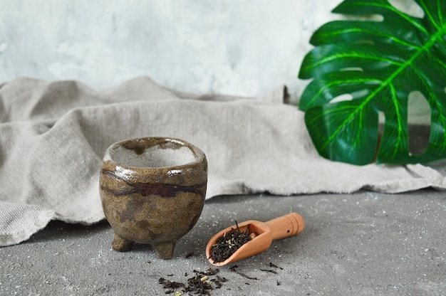Ceramiczny kubek do herbaty japoński styl wabi sabi.