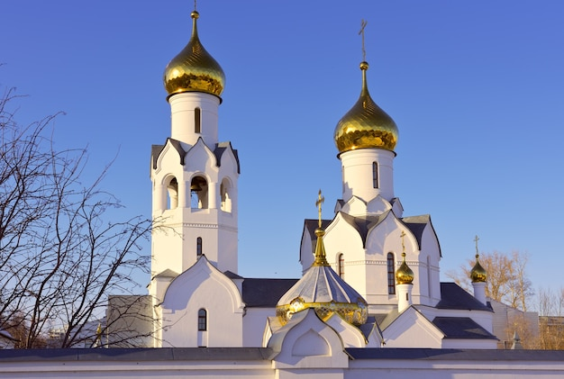 Cerkiew michała archanioła w nowosybirsku wieże cerkwi