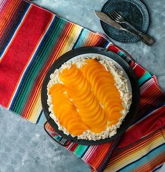 Chaja urugwajska: słynny biszkopt z urugwaju, biszkopt nadziewany syropem, dulce de leche, bitą śmietaną i brzoskwiniami.