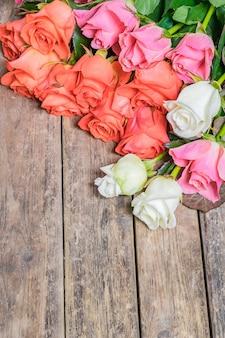 Charakter rustykalne tło z kwiatów róży