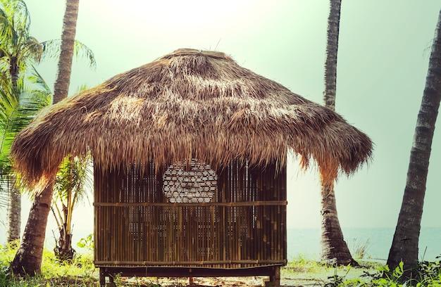Chata z tropikalnego bambusa