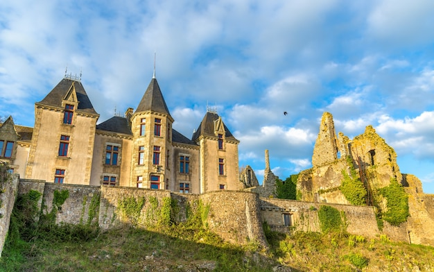 Chateau de bressuire w departamencie deux sevres we francji