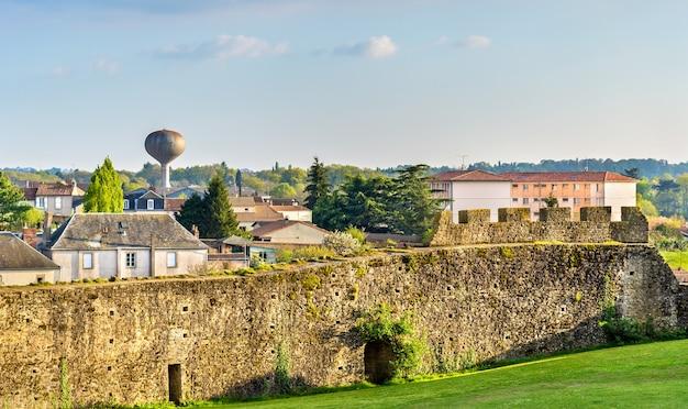 Chateau de bressuire zrujnowany zamek w departamencie deux sevres we francji