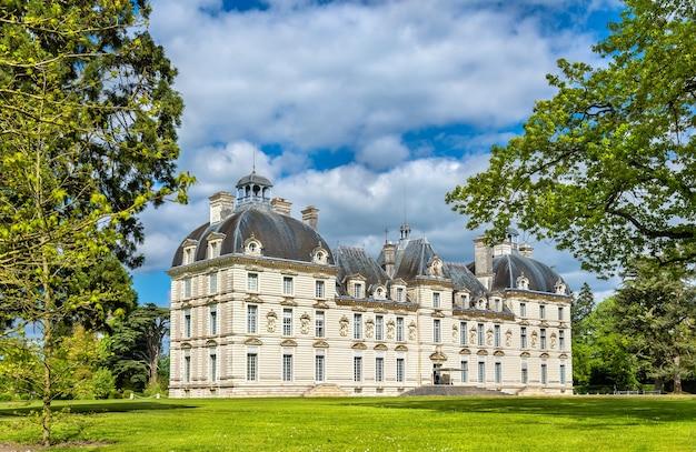 Chateau de cheverny, jeden z zamków w dolinie loary we francji, departament loir-et-cher