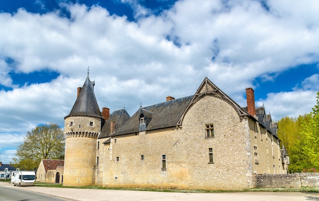 Chateau de fougeres-sur-bievre, jeden ze średniowiecznych zamków we francji, departament loir-et-cher